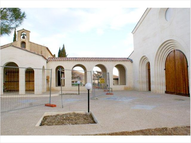 Le passage entre la chapelle et l'église - Bâtisseur de monastère
