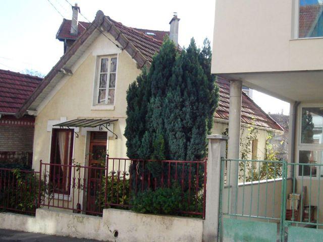 Avant - Façade côté rue - Reportage extension Vanves
