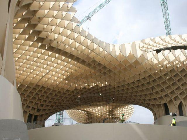 3.400 pièces imbriquées pour ne former qu'un seul ouvrage - Parasol Seville Finnforest