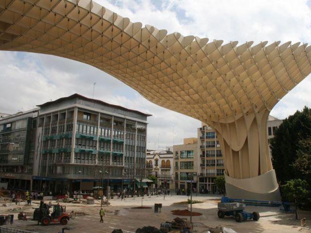 Un aménagment pour une future route - Parasol Seville Finnforest