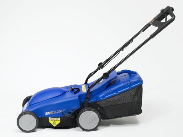 Tondre la pelouse sans efforts - Bricoler au féminin