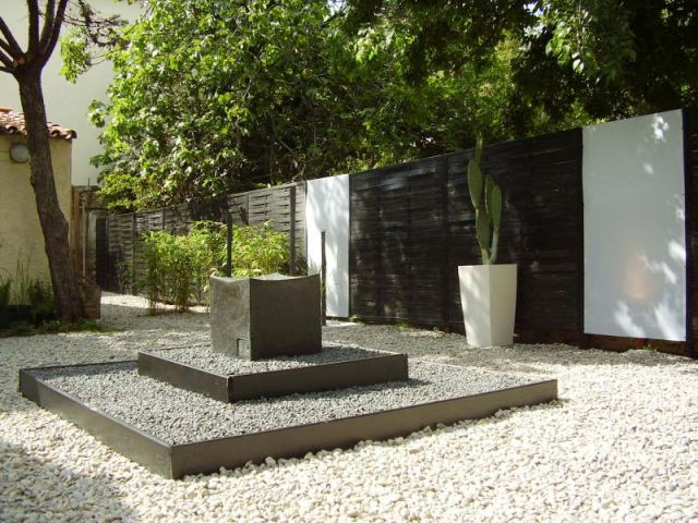 1 jardin zen en noir et blanc. Black Bedroom Furniture Sets. Home Design Ideas