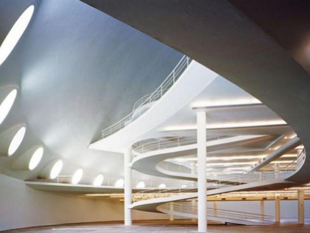 """Vye interieure du batiment """"multi-secteur"""" - Centro Niemeyer"""