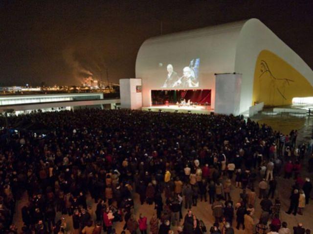 Concert au centre culturel - Centro Niemeyer