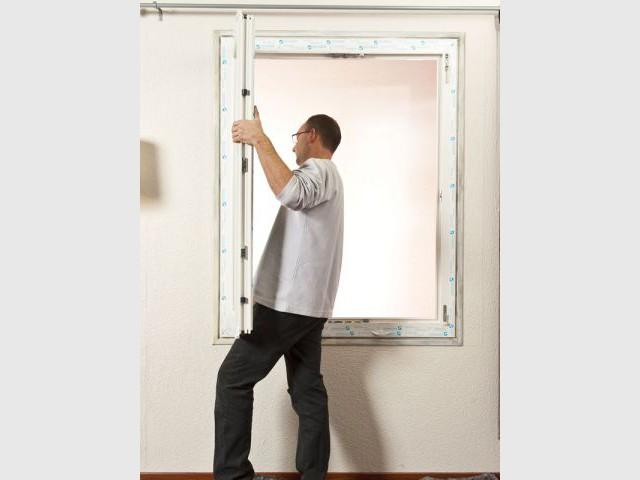 Etape 6 : Installer les vantaux - Rénovation fenêtre