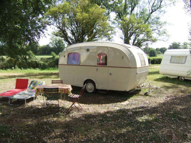 h bergement insolite une nuit dans une caravane r tro. Black Bedroom Furniture Sets. Home Design Ideas