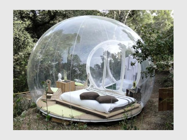 h bergement insolite des bulles pour dormir la belle toile. Black Bedroom Furniture Sets. Home Design Ideas