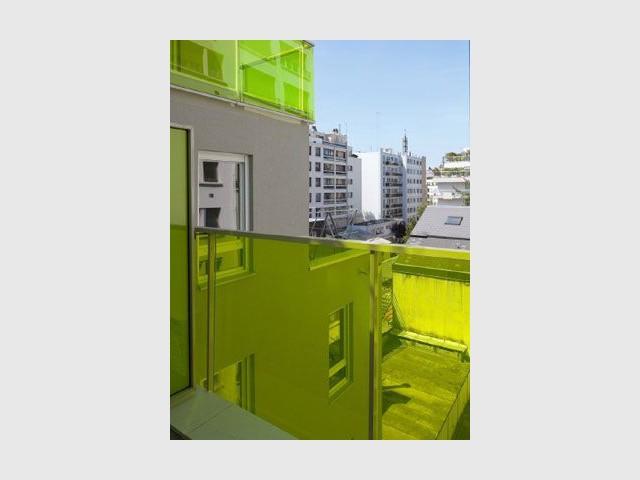 Des balcons verts - immeuble coloré