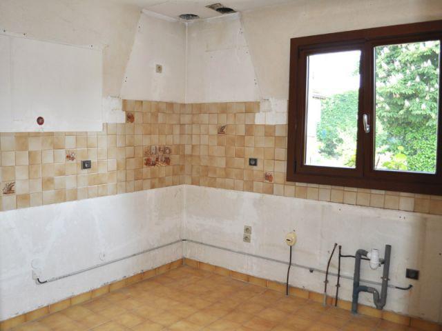 Le chantier de dépose et la mise en place des nouveaux meubles de cuisine - Avant/après cuisine Chahi
