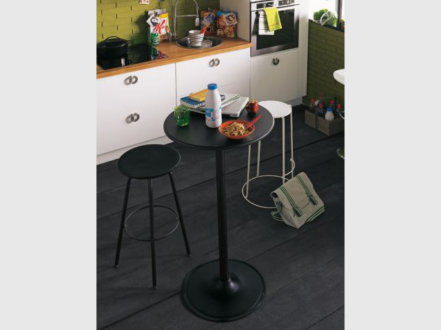 petits espaces 12 solutions gain de place. Black Bedroom Furniture Sets. Home Design Ideas
