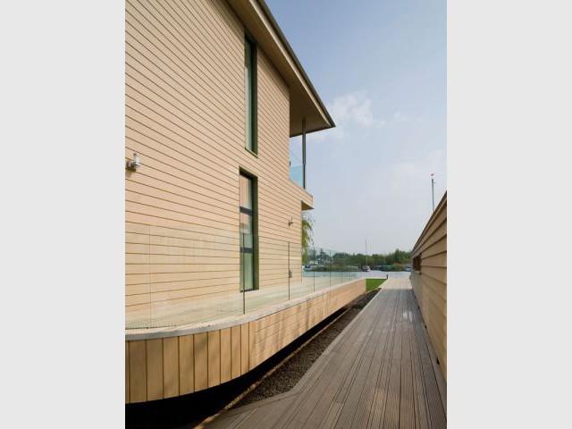Haven - Une terrasse entourant la maison - Maison Haven