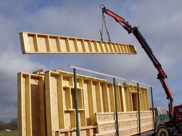 Arrivage des premiers panneaux de bois - MOB passive