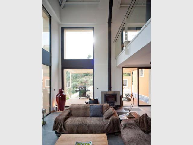 Maison acier - Terrasse et cheminée - Maison acier Nice