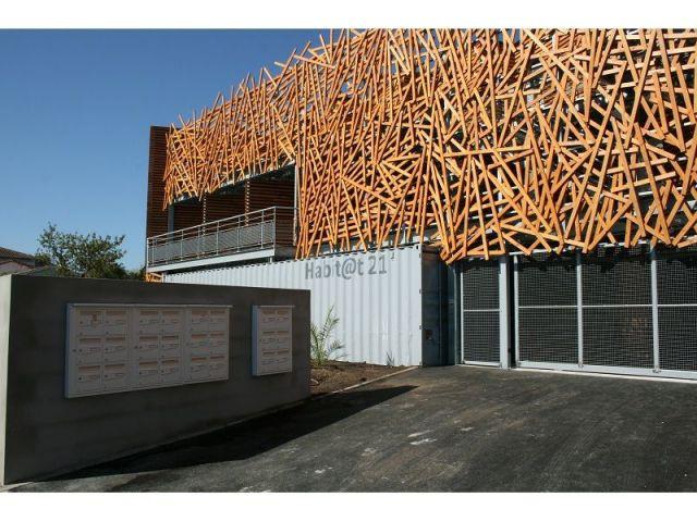 """Entrée et boîtes aux lettres de """"Habitat 21"""" - Kiha conteneur Habitat 21"""
