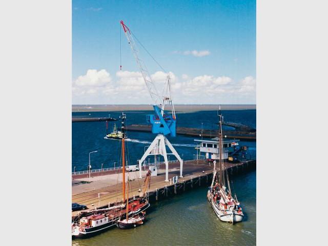 Grue portuaire de Harlingen - Pays-Bas - hotel insolite