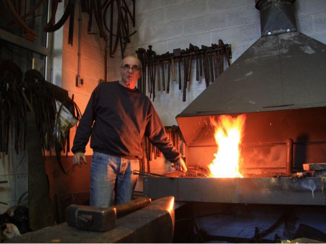 Chauffer le fer au charbon - Delisle