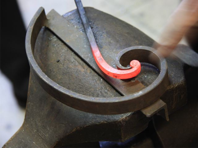 Transformer le fer et lui donner une forme - Delisle