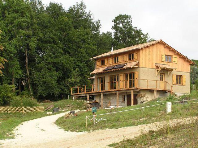Une Maison Construite En Bois Et Paille