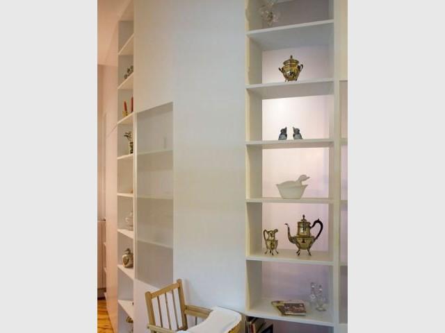 Une cloison bibliothèque pour réorganiser un appartement  - Reportage cloison bibliothèque