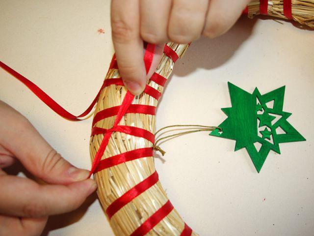 Couronne de Noël - Noeud rouge - Pas à pas couronne de Noël