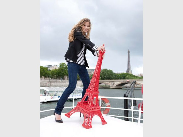 Un tour Eiffel rouge géante - Coup de coeur Noël 2011
