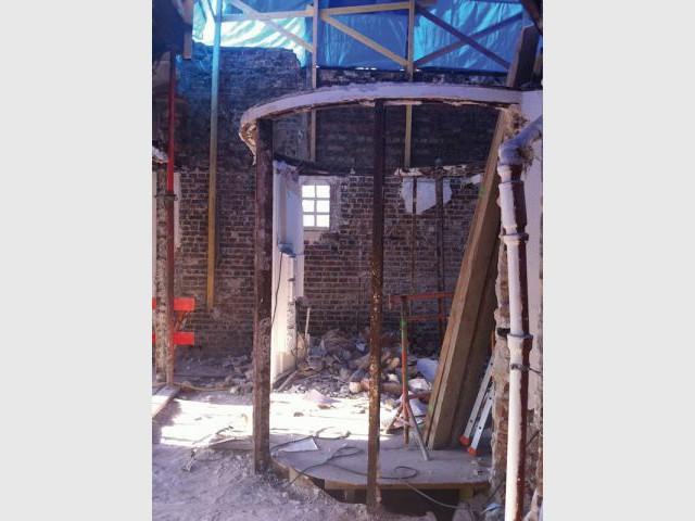 Un obstacle : la cage d'escalier - Reportage duplex terrasse