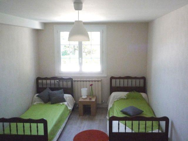coup de jeune sur une maison en mal d 39 acheteurs. Black Bedroom Furniture Sets. Home Design Ideas