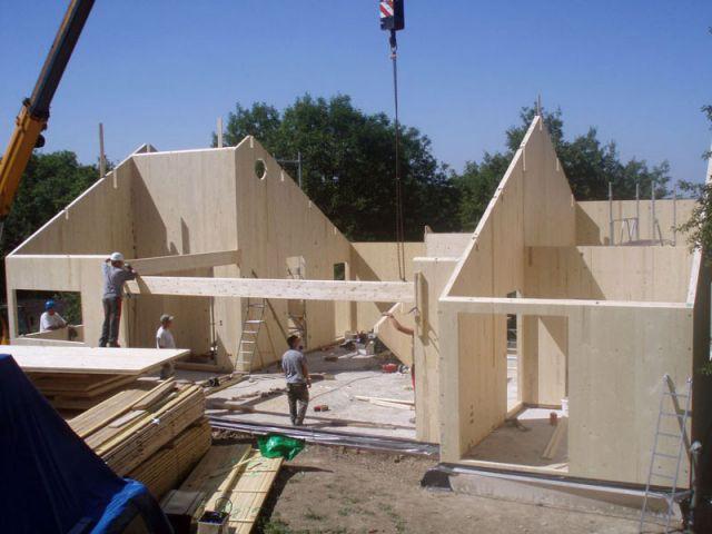 Une maison bois toute en hauteur ouverte sur l'extérieur - Reportage maison bois