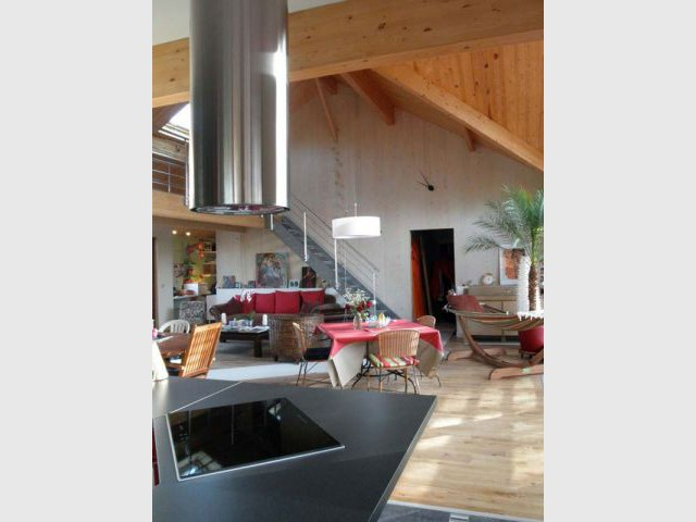 Salon organisé en différentes zones - Reportage maison bois