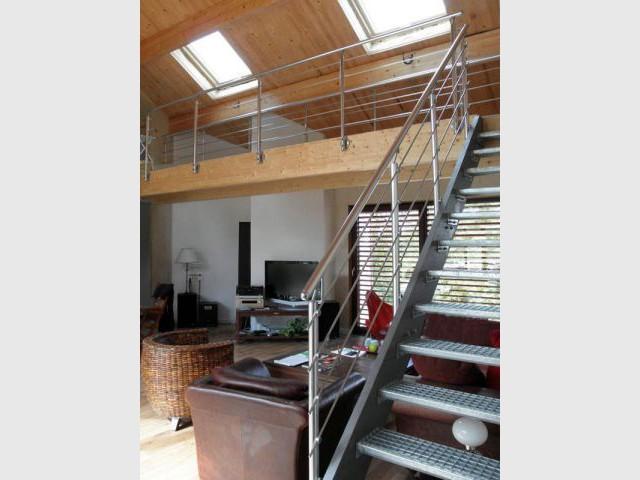 Passerelle métallique - Reportage maison bois