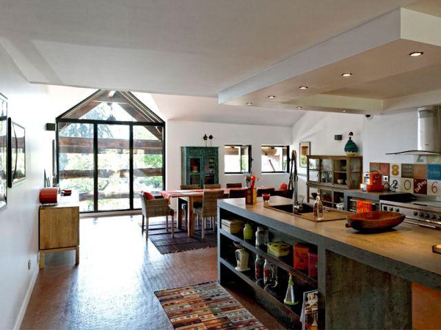 une vieille grange transform e en maison. Black Bedroom Furniture Sets. Home Design Ideas