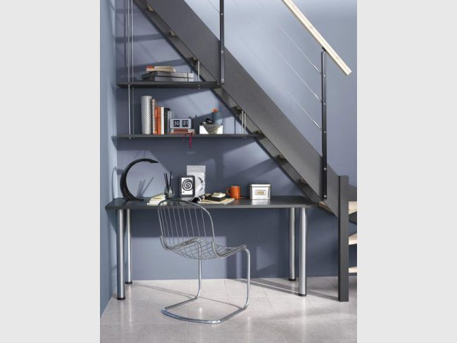 excellent sous luescalier un bureau et ses rangements amnagements sous escalier with meuble ikea. Black Bedroom Furniture Sets. Home Design Ideas