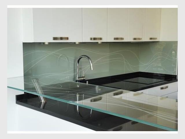 d 39 une salle de bains une cuisine unique. Black Bedroom Furniture Sets. Home Design Ideas