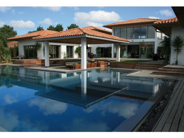 10 piscines 10 d tails chocs. Black Bedroom Furniture Sets. Home Design Ideas