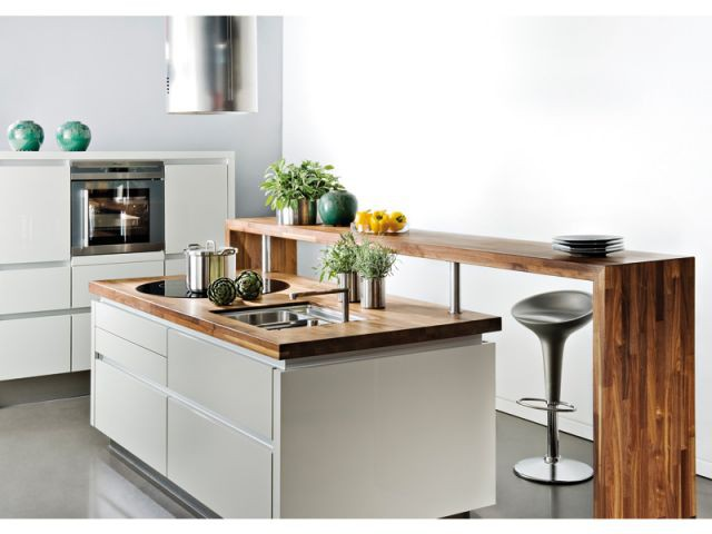 Un îlot avec un comptoir dans une cuisine naturelle - Cuisines avec ilot