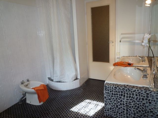 Vue salle de bains après - Home staging reportage