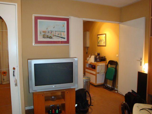 1 studio am nag selon des codes masculins. Black Bedroom Furniture Sets. Home Design Ideas