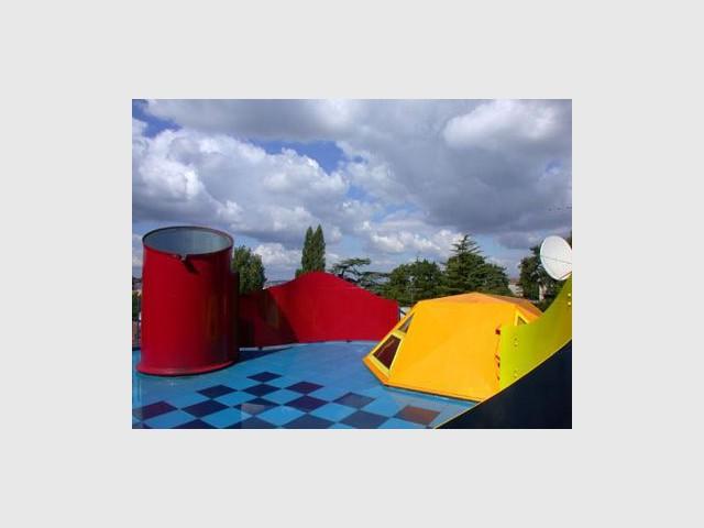 Maison d'acier : une terrasse tout en couleurs - lecaron