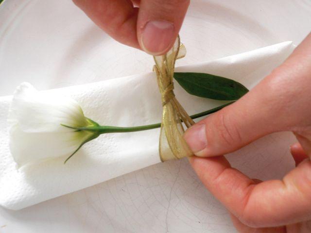 Rond de serviette en ruban doré - Décoration de mariage