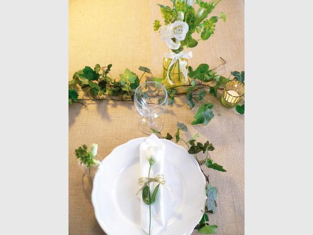 Une table de mariage joliment fleurie - Décoration de mariage