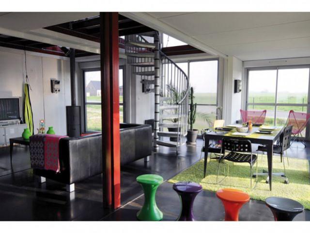 Une pièce à vivre spacieuse - Maison containers