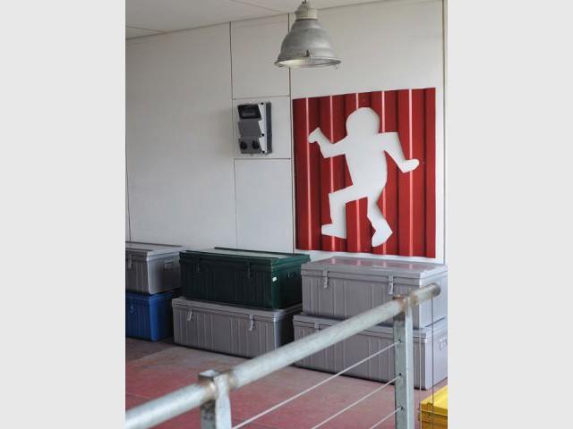 Le coin de jeux et ses tôles ondulées - Maison containers