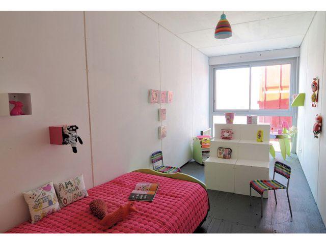 Une chambre de fille tout en longueur - Maison containers
