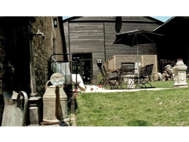 Arrosoirs dans le jardin - Maison d'hôtes Val de Brangon