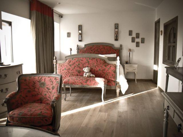 une ancienne long re transform e en une maison d 39 h te chaleureuse. Black Bedroom Furniture Sets. Home Design Ideas