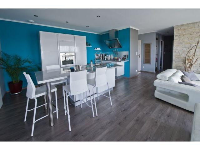 une maison bois en forme de u. Black Bedroom Furniture Sets. Home Design Ideas
