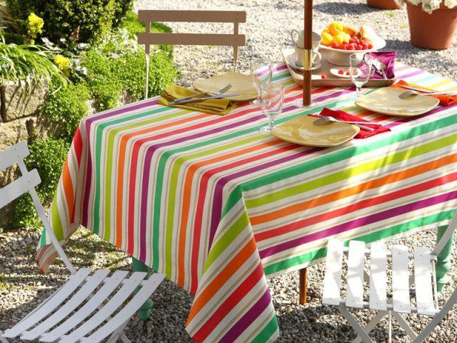 cet t les tables se parent de leurs plus beaux atours. Black Bedroom Furniture Sets. Home Design Ideas