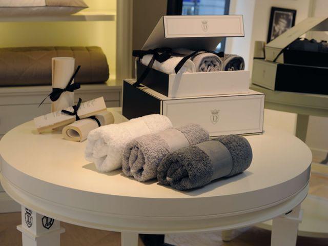 descamps des boutiques comme la maison. Black Bedroom Furniture Sets. Home Design Ideas