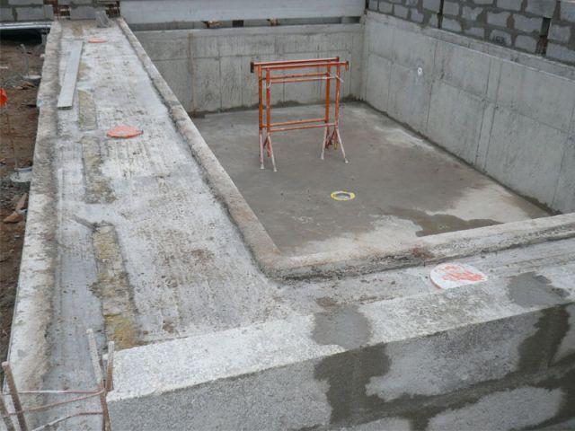 Une piscine mod le exemplaire d 39 int gration for Construction piscine vannes