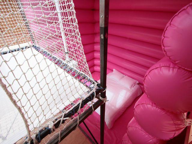 Voir la mer depuis... un trampoline - La Cabane La Folie